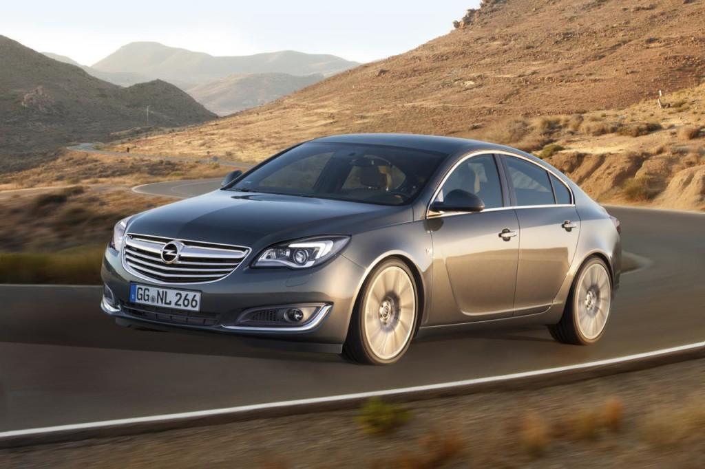 Opel Insignia 2014: ecco le prime foto ufficiali del restyling