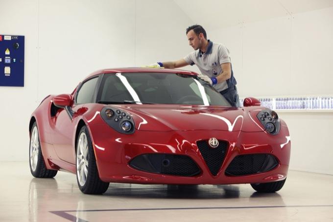 Alfa Romeo 4C, tutti i segreti di costruzione in un nuovo video ufficiale
