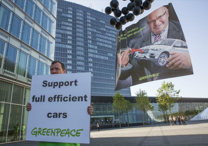 Greenpeace: i guidatori italiani vogliono automobili più efficienti