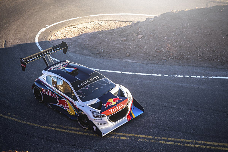 Pikes Peak 2013, trionfo per Sébastien Loeb e la sua Peugeot 208 T16
