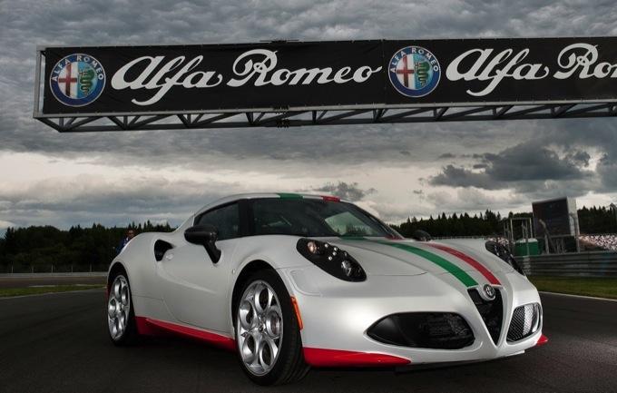 Alfa Romeo 4C, speciale livrea tricolore per fare la safety car in Superbike