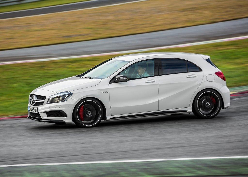 Mercedes Classe A 45 AMG protagonista dell'estate sulle strade italiane