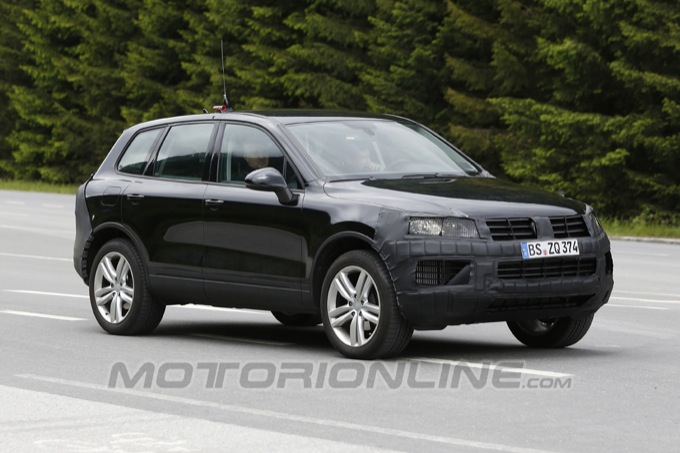 Volkswagen Touareg facelift, nuovo video spia dalle montagne
