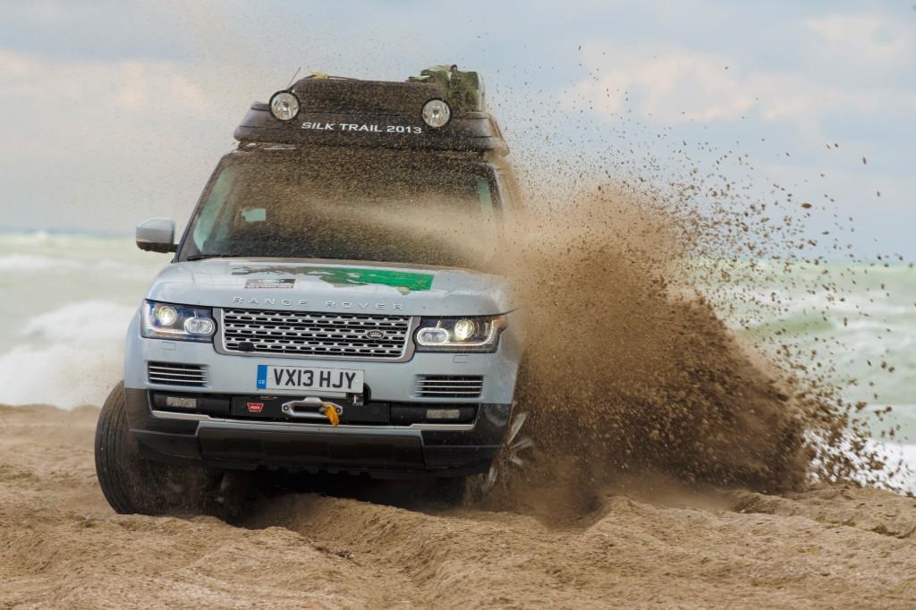 Range Rover Hybrid nel bel mezzo della spedizione Silk Trail 2013