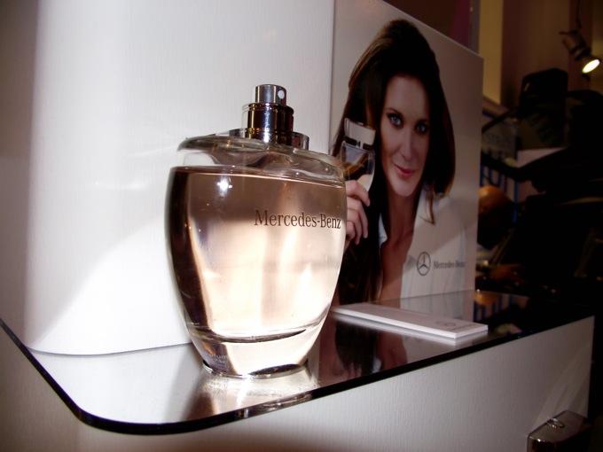 Vogue Fashion's Night Out 2013: Mercedes lancia il suo primo profumo femminile