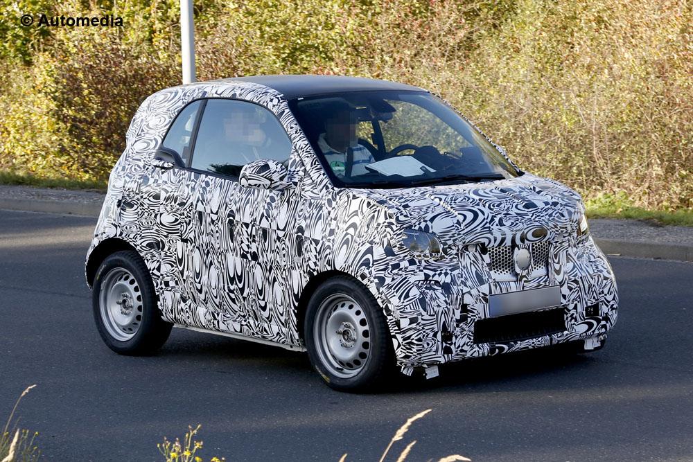 Smart ForTwo, foto spia della nuova generazione della city car
