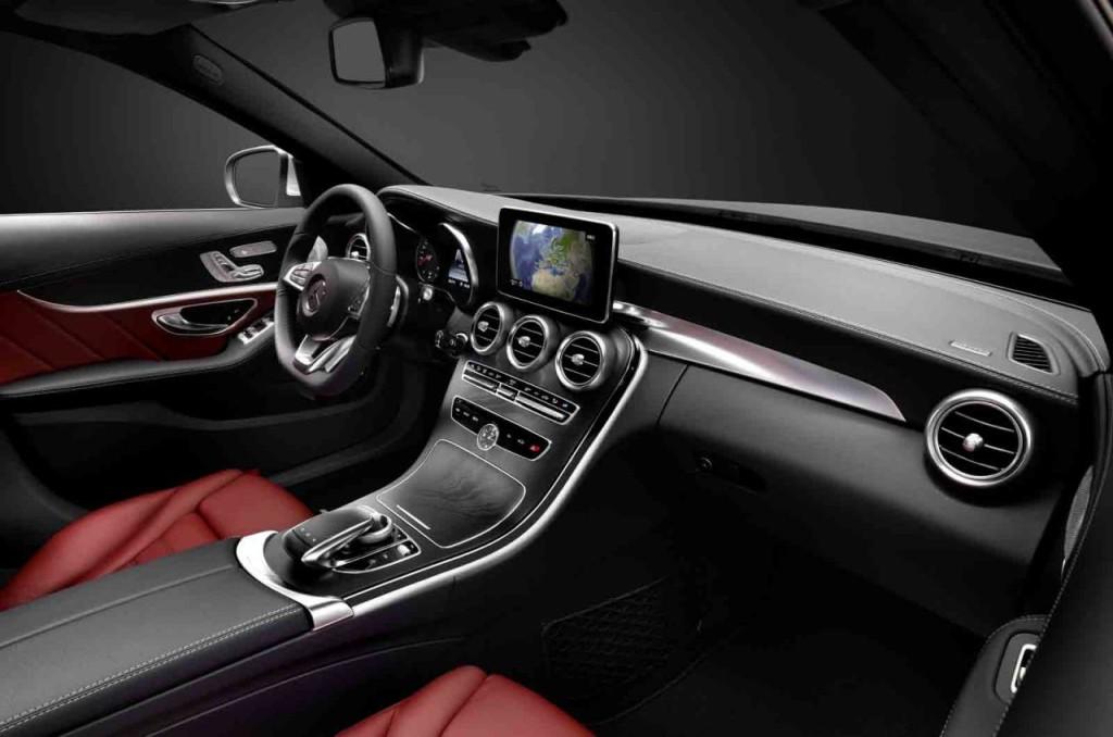 Nuova Mercedes Classe C, interni all'insegna di comfort e ricercatezza