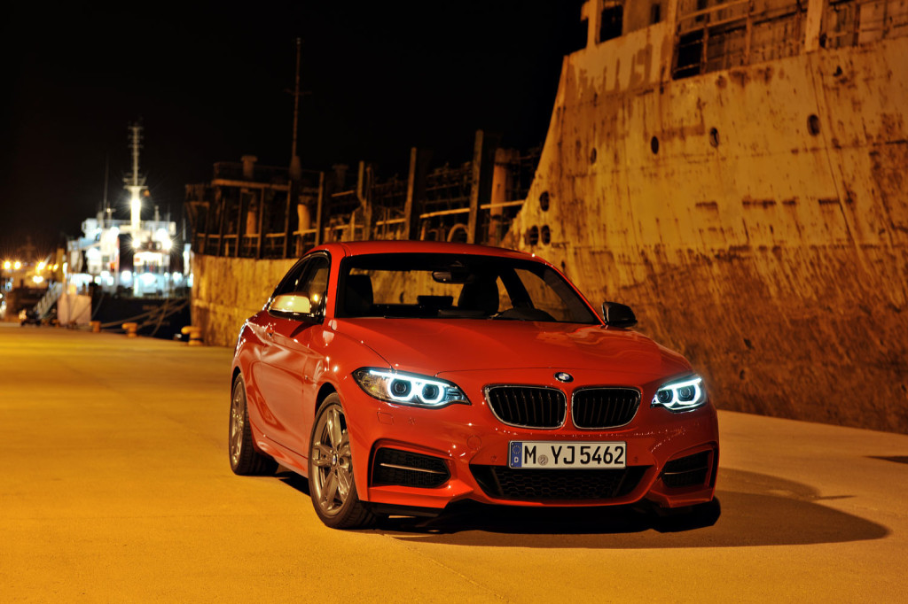 BMW M235i, in pista con Andy Priaulx
