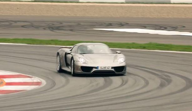Porsche 918 Spyder, adrenalina esaltante che arriva fino a Mosca
