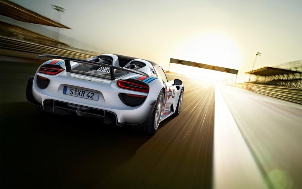 Porsche svela i dati tecnici definitivi della 918 Spyder