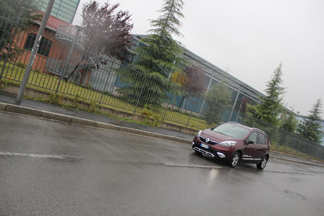 renault_scenic_xmod_cross_test_drive_2013_dinamica