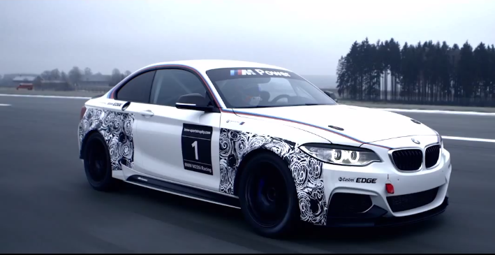 BMW M235i Racing, in azione per la prima volta
