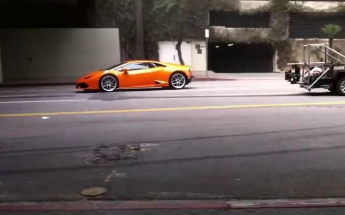 Lamborghini Huracan, un lampo arancione filmato negli Stati Uniti