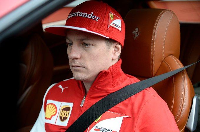La Ferrari FF e Kimi Raikkonen in giro per le colline sopra Maranello