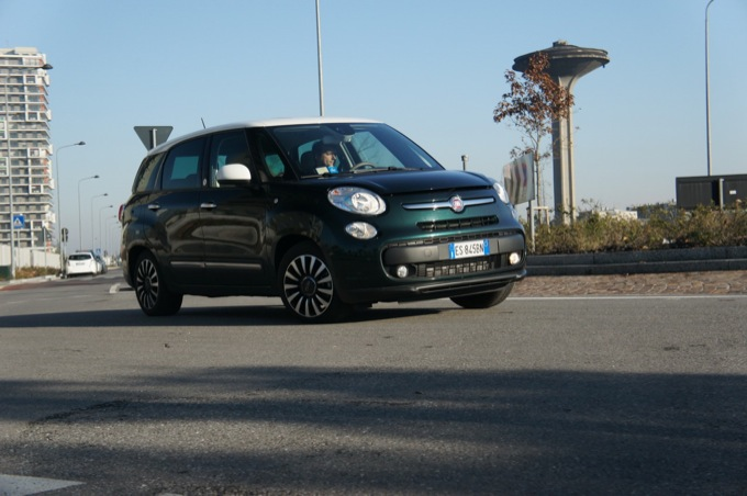 fiat 500l living 1 6 multijet lounge prova su strada pregi e difetti. Black Bedroom Furniture Sets. Home Design Ideas