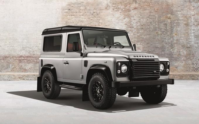 Land Rover Defender, nuovi allestimenti Silver Pack e Black Pack per il Salone di Ginevra 2014