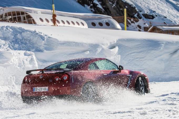 Nissan GT-R MY 2014, test drive sul ghiaccio