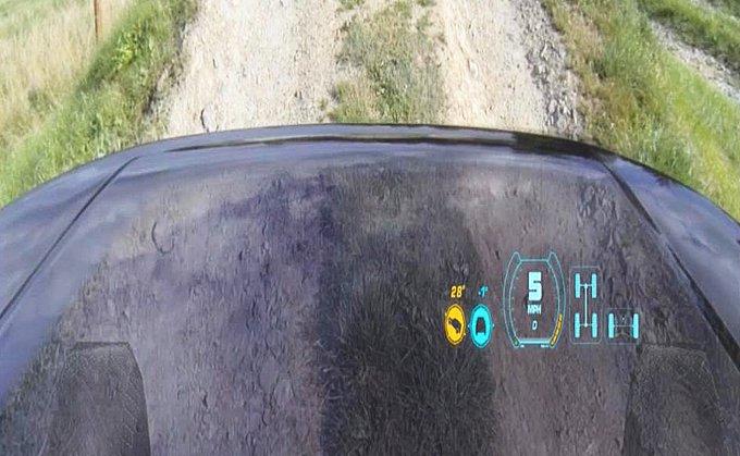 Land Rover presenta la prima tecnologia che rende l'auto virtualmente invisibile
