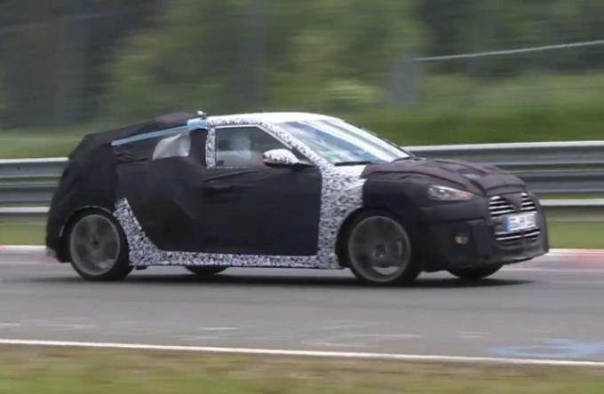 Nuova Hyundai Veloster Turbo, video spia della rinnovata coupé asiatica