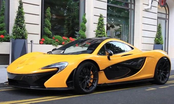 """McLaren P1, un bolide giallo """"targato Qatar"""" tra le vie di Parigi"""