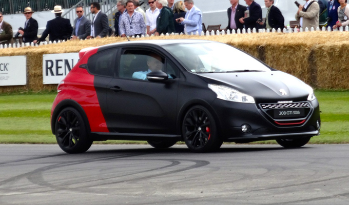peugeot 208 gti 30th anniversary a goodwood 2014 un compleanno unico foto live. Black Bedroom Furniture Sets. Home Design Ideas