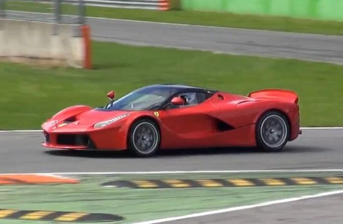 Ferrari LaFerrari XX, immagini e sound dalla pista di Monza [VIDEO]