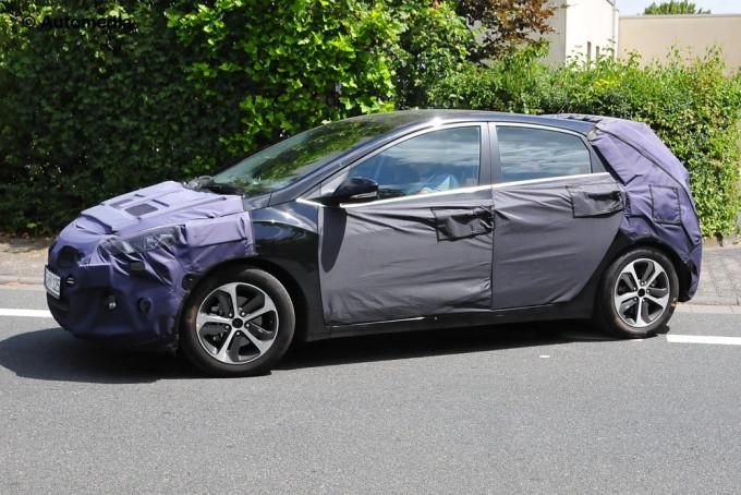 Hyundai i30 2015 - Foto spia 04-07-2014