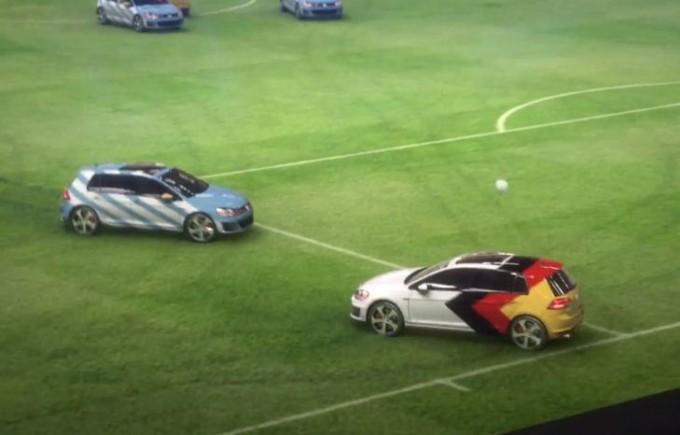 Volkswagen festeggia la Germania Campione del Mondo con la nuova Golf GTI che scende in campo