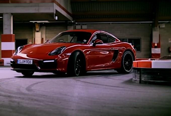 Porsche Cayman GTS sulla pista di Go-Kart [VIDEO]