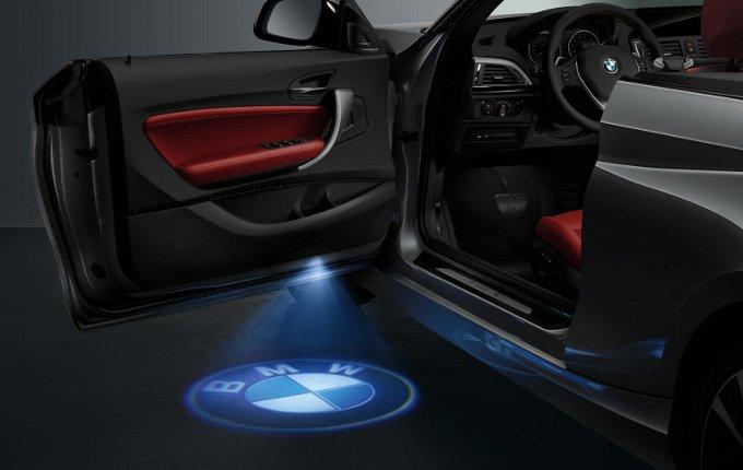 BMW Serie 2 Cabrio, disponibile con proiettori di portiera a LED