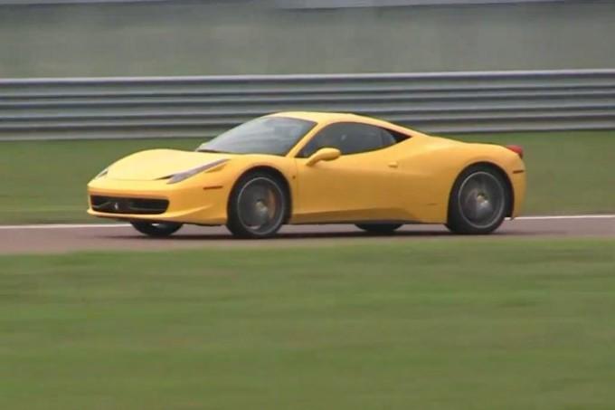 Ferrari 458 Italia, prove di scatti da fermo sulla pista di Fiorano [VIDEO]