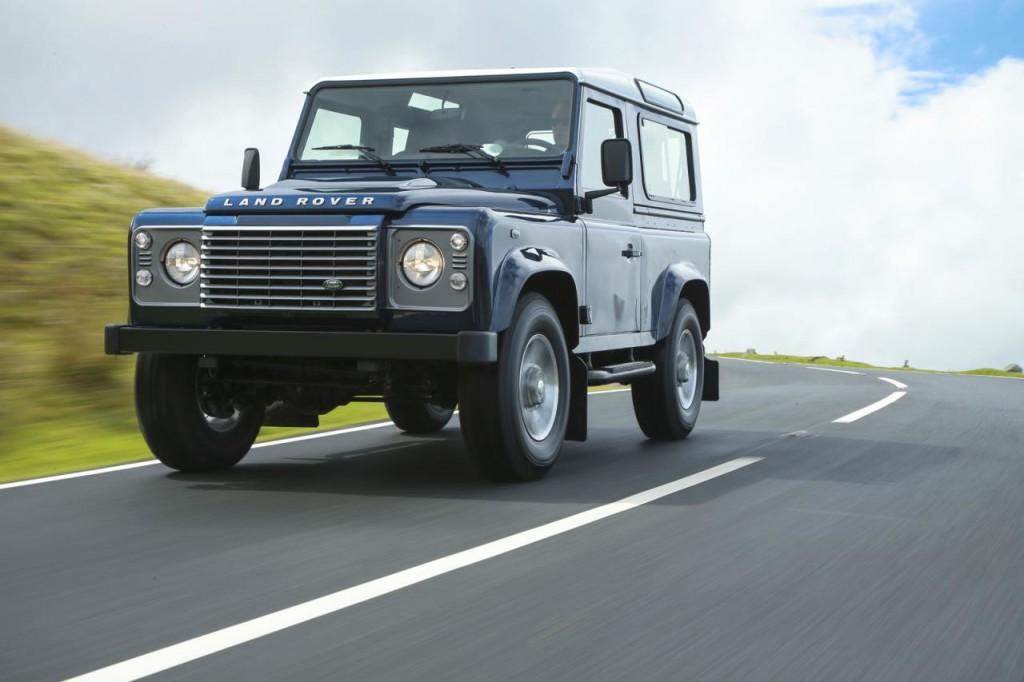 Land Rover Defender: confermato l'arrivo di un edizione speciale firmata SVO