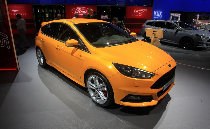 salone di parigi 2014 ford focus st e focus st sw foto live. Black Bedroom Furniture Sets. Home Design Ideas
