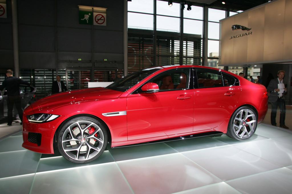 Jaguar Land Rover, la doppia anima sportiva britannica con due première a Parigi