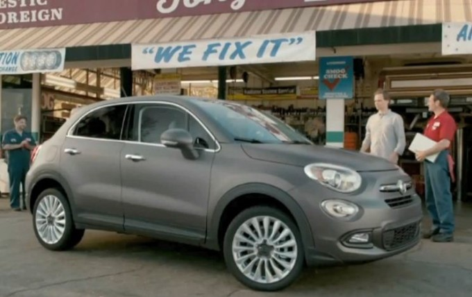 fiat 500x lo spot di lancio negli usa che gioca coi vecchi stereotipi americani video. Black Bedroom Furniture Sets. Home Design Ideas