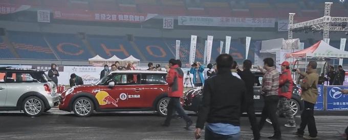 Parcheggio in parallelo ad alta velocità, Han Yue stabilisce il nuovo Guinness World Record [VIDEO]