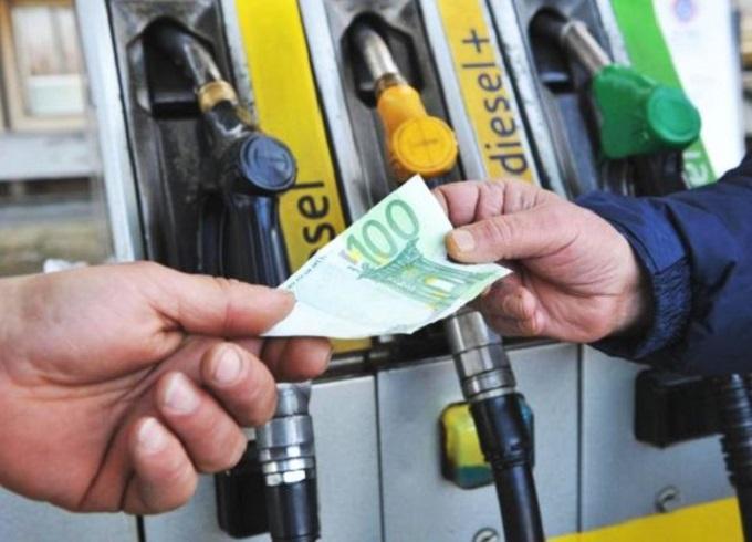 Le imposte sui carburanti potrebbero aumentare di 8 cent al litro