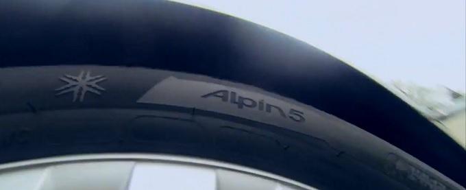 michelin alpine 5 un test consumatori li premia a pieni voti video. Black Bedroom Furniture Sets. Home Design Ideas