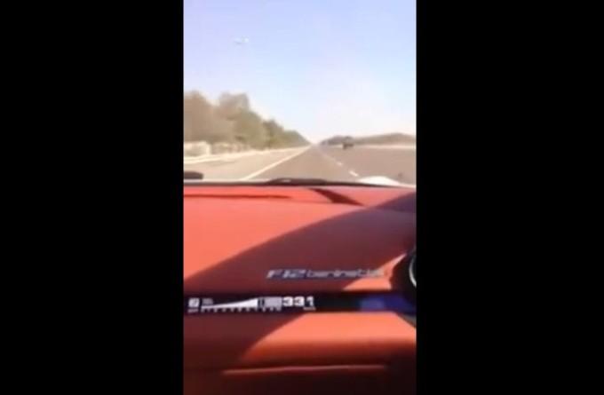 Sebastian Vettel (forse) alla guida della Ferrari F12berlinetta in strada a 350 km/h [VIDEO]