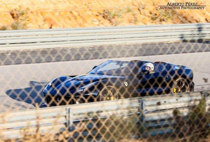 Ferrari F12 TRS: un nuovo modello di colore nero avvistato in Spagna