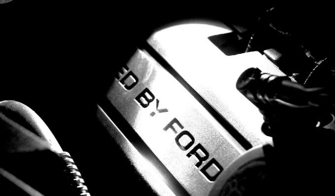 Ford, teaser di un modello misterioso ad alte prestazioni