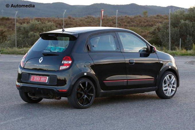 Renault Twingo RS: nuove foto spia durante un test in strada