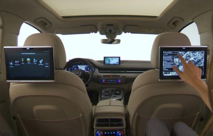 nuova audi q7 alla scoperta dei tablet per i passeggeri posteriori video. Black Bedroom Furniture Sets. Home Design Ideas