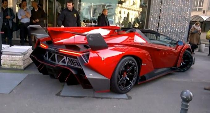Lamborghini Veneno Roadster, un video tra le strade di Milano [VIDEO]