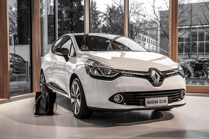 Renault Clio Costume National, un'edizione limitata per celebrare la partnership con la Maison
