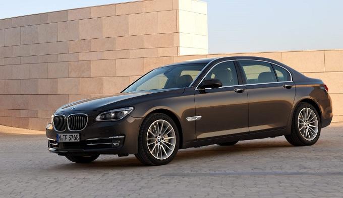 BMW Serie 7 2016, la versione più potente potrebbe montare un motore Rolls-Royce