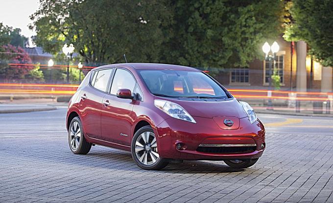 Nissan: no ai veicoli con pila a combustibile, sì all'elettrico