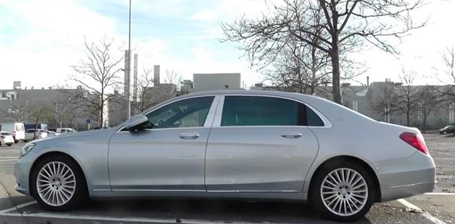 Mercedes Maybach Classe S, a un mese dal lancio ufficiale viene filmata in un parcheggio [VIDEO]
