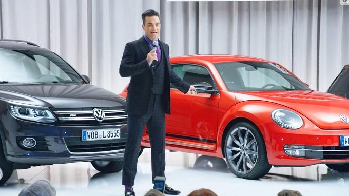 """Volkswagen """"Club & Lounge"""", Robbie Williams direttore marketing per gioco [VIDEO]"""