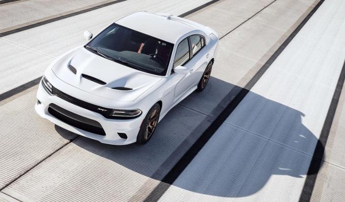 Dodge Charger SRT Hellcat, la berlina che raggiunge i 330 km/h